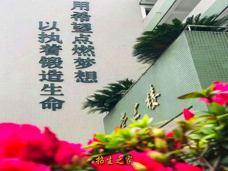 四川省成都市第十七中学校园一角